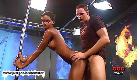Zwei sexy junge sexfilm brüste Bi-Babes haben heißen Spaß zusammen mit einem hängenden Hengst
