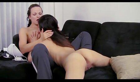 Schwanz macht Brünette Sperma auf der gratis große brüste Couch