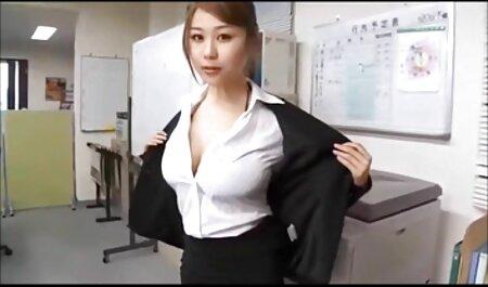 2 heiße einfach porno titten Rothaarige teilen sich einen riesigen Schwanz