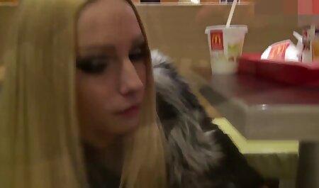 Die blonde Bombe Bree Daniels benutzt ihren Vibrator, um abzuspritzen grosse teentitten