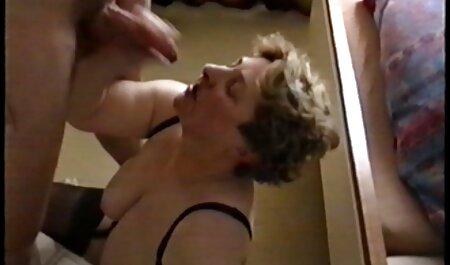 Toller Handjob von der vollbusigen Amateurfrau sexfilme mit großen brüsten 3