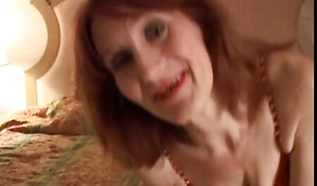 British Milf tritt vor der frauen mit großen brüsten beim sex Webcam auf