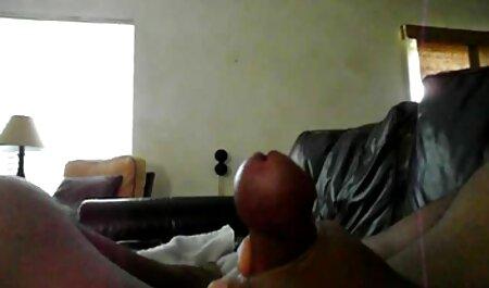 Alte Mutter verführt seine Freundin zum Spielen freie titen mit der Muschi