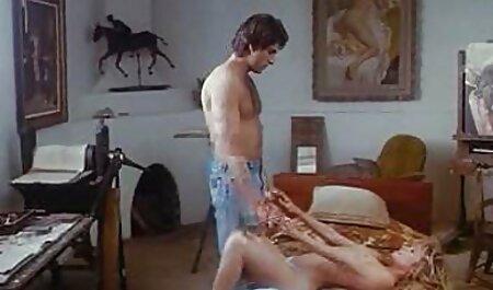 Babe mit fantastischen Brüsten geile kleine brüste schlanke Beine in Strumpfhosen