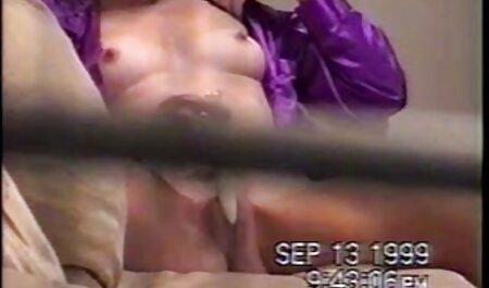 Die asiatische Schönheit kleine brüste filme Gia Grace reitet einen Schwanz in ihrem einteiligen Body