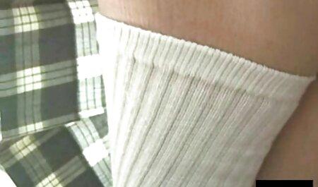 Sexy Mature masturbiert für kleine brüste filme jemanden vor der Kamera