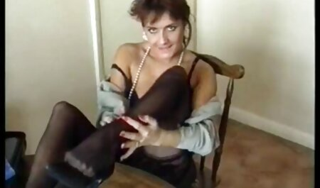 Frau riesen titten free gibt Blowjob