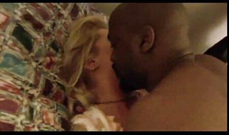 Slippery Massage Babe gratis große brüste hart auf dem Massagetisch gefickt
